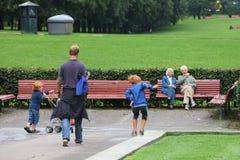 Família no parque de Vigeland Imagem de Stock Royalty Free