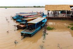 Aug: 29: 2018 - SIEM REAP, KAMBODSCHA - Ausflugboote am Tonle Sap See, wurden als UNESCO-Biosphärenreserve gekennzeichnet lizenzfreie stockfotografie
