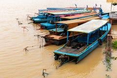 Aug: 29: 2018 - SIEM REAP, KAMBODSCHA - Ausflugboote am Tonle Sap See, wurden als UNESCO-Biosphärenreserve gekennzeichnet stockfoto