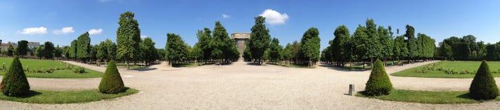 Augartenpark à Vienne Autriche avec le Flakturm images stock