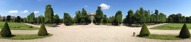 Augartenpark στη Βιέννη Αυστρία με το Flakturm στοκ εικόνες