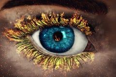 Auge in den Flammen Stockfoto