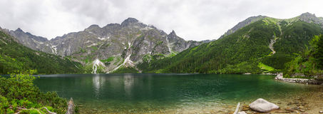 Auge des Seasees in Tatra-Bergen panoramisch Lizenzfreie Stockfotografie