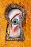 Auge im Schlüsselloch Lizenzfreie Stockfotografie
