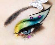 Auge nah oben mit schönem Make-up Stockbild