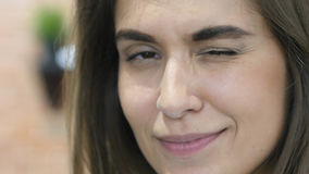 Auge oben blinzeln, Abschluss des schönen reizenden Mädchen-Gesichtes Lizenzfreies Stockfoto