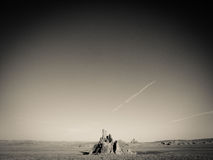 Auge solitário da montanha que aumenta acima do deserto Foto de Stock Royalty Free
