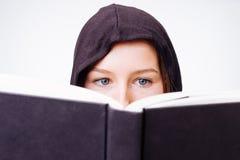Augen über Buch Stockbild