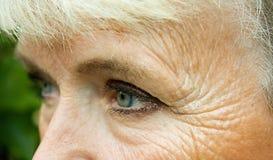 Augen der alten Frau Stockfotos
