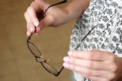 Augen-Gläser an setzen lizenzfreie stockfotografie