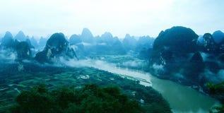 Augenberge des Vogels und Fluss des Lijiang in G Stockfotos