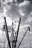 Auges del palo y de soporte de la flota del buque del barco de pesca Imágenes de archivo libres de regalías