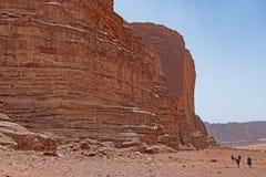Augmentant l'amonst les formations de désert images stock