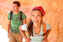 Augmentant les personnes - randonneurs de couples en Bryce Canyon Photo stock