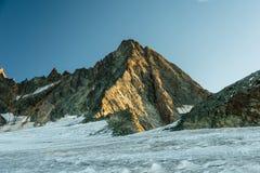 Augmentant sur le glacier à la crête de Grossglockner par l'intermédiaire de Studlgrat, le Tyrol, Autriche photo stock