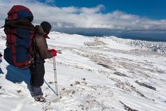 Augmentez en montagne de l'hiver. Photos stock