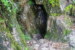 Augmentez sur le chemin pavé par Inca Trail antique à Machu Picchu peru Aucune personnes Images stock