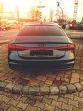 Augsburg, Alemania - 27 de diciembre de 2018: Vista posterior de Audi negro A7 50 TDI Quattro durante puesta del sol fotografía de archivo
