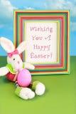 Augurandogli un coniglietto di pasqua felice Fotografie Stock Libere da Diritti
