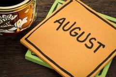 August-Anzeigenanmerkung mit Kaffee stockbild