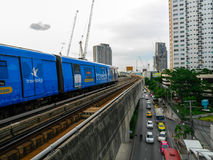 7. August 2017 Bangkok, Thailand: BTShimmelzug kommen Station an Stockfotografie