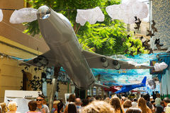 AUGUST: Festes de Gracia herein am 15 Thema des Flughafens Stockbild