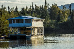 25. August 2016 - Hausboot auf Chena-Fluss, Fairbanks Alaska Lizenzfreies Stockfoto