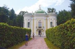 August Heat Hermitage Pavilion Kuskovo Moskvaarkitekt Blanca Combination av olika stilar Royaltyfri Bild