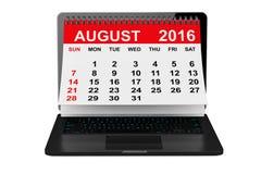 August 2016 Kalender über Laptopschirm Wiedergabe 3d Stockbilder