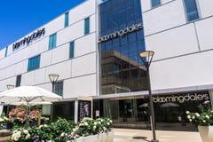 2. August 2018 Palo Alto/CA/USA - Bloomingdale \ 's-Kaufhaus gelegen im hochwertigen Freilicht Stanford Shopping Mall, lizenzfreie stockfotos