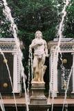 5. August 2016 St Petersburg, Russland - Brunnen Adam im unteren Park von Peterhof Stockbilder