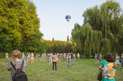 26 august 2017 Ukraina, Biały kościół Balonowy dżem Przygotowanie dla początku gorące powietrze balon Zdjęcia Stock