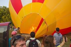 26 august 2017 Ukraina, Biały kościół Balonowy dżem Przygotowanie dla początku gorące powietrze balon Zdjęcie Royalty Free