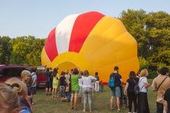 26 august 2017 Ukraina, Biały kościół Balonowy dżem Przygotowanie dla początku gorące powietrze balon Fotografia Royalty Free