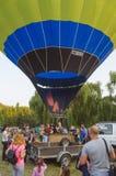 26 august 2017 Ukraina, Biały kościół Balonowy dżem Przygotowanie dla początku gorące powietrze balon Fotografia Stock