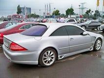Augusti 18, 2010, Kiev, Ukraina Grey Mercedes-Benz CL 500 Lorinser våt bil arkivbild
