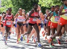 6 Augusti ` 17 - maraton för mästerskap för London världsfriidrott: Chelimo Tola, Dibaba Arkivbilder