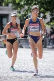 6 Augusti ` 17 - maraton för mästerskap för London världsfriidrott: Lindsay Flanagan och Dayna Pidhoresky Arkivbild