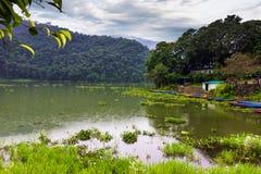 Augusti 20, 2014 - Phewa sjö i Pokhara, Nepal Royaltyfri Foto