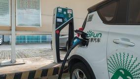 16 Augusti, 2018 Suzhou stad, Kina Strömförsörjning för elbiluppladdning bil som laddar den elektriska stationen för kaliberclose arkivfoton