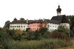 Augustinian монастырь Hoeglwoerth в Баварии в Германии стоковые фотографии rf