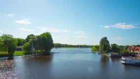 Augustow, Polen - circa mag, 2018: Kanaal en haven in de zomer, tijd-tijdspanne stock videobeelden