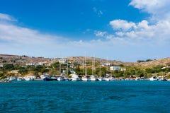 22 augustus 2017 - Arki-eiland, Griekenland - de haven van Arki-eiland, Dodecanese, Griekenland Stock Afbeeldingen