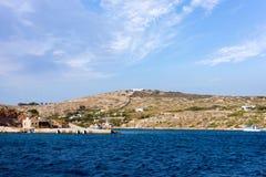 22 augustus 2017 - Arki-eiland, Griekenland - de haven van Arki-eiland, Dodecanese, Griekenland Royalty-vrije Stock Foto