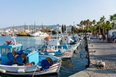 18 augustus 2017 - bekijk aan de haven van Kos-eiland, Dodecanese, Griekenland Royalty-vrije Stock Afbeeldingen