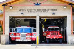 10 augustus, de Molenvallei van 2018/CA/de V.S. - Marin County Fire Department - Throckmorton Ridge Station in Marin County, het  stock afbeeldingen