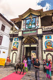 18 augustus, 2014 - Ingang aan Pashupatinath-Tempel in Katmandu, Stock Foto's