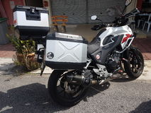 14 Augustus, Kuala Lumpur, Maleisië Honda CB500x op de weg Stock Afbeeldingen