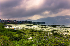 21 augustus, 2014 - Kust van Phewa-Meer in Pokhara, Nepal Royalty-vrije Stock Foto's