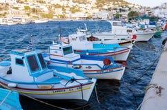24 augustus 2017 - Leros eiland, Dodecanese, Griekenland - de kleine haven van Panteli-dorp in Leros Stock Foto's